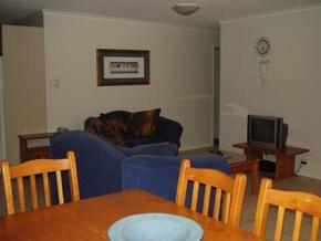 Beachfront Towers - Grafton Accommodation
