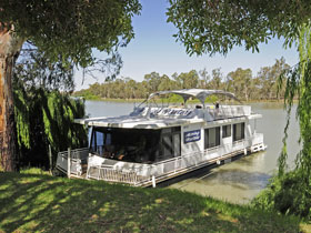 Moving Waters Self Contained Moored Houseboat - Grafton Accommodation