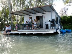 The Murray Dream Self Contained Moored Houseboat - Grafton Accommodation