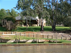 Roonka Riverfront Cottages - Grafton Accommodation