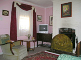 Hollyhock Cottage - Grafton Accommodation