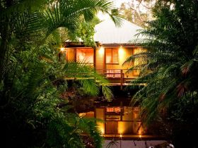 Hunchy Hideaway - Grafton Accommodation