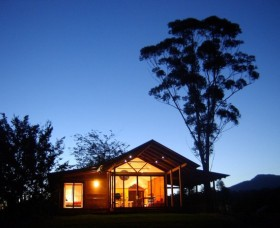 Promised Land Cottages - Grafton Accommodation