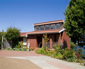 Waterside Accommodation - Derwent Retreat - Grafton Accommodation
