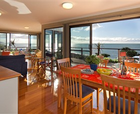 Boat Harbour Beach House - The Waterfront - Grafton Accommodation