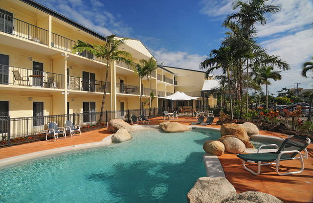 Cairns Queenslander Hotel  Apartments - Grafton Accommodation
