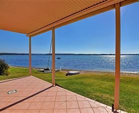 Luxury Waterfront House - Grafton Accommodation