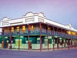 Hotel Corones - Grafton Accommodation