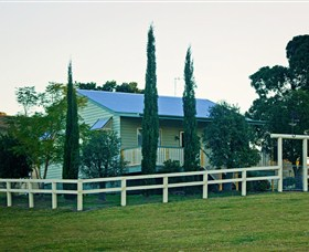 Milford Country Cottages - Grafton Accommodation
