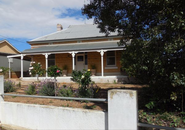 Book Keepers Cottage Waikerie - Grafton Accommodation