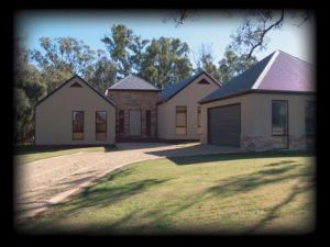 River Park House - Grafton Accommodation