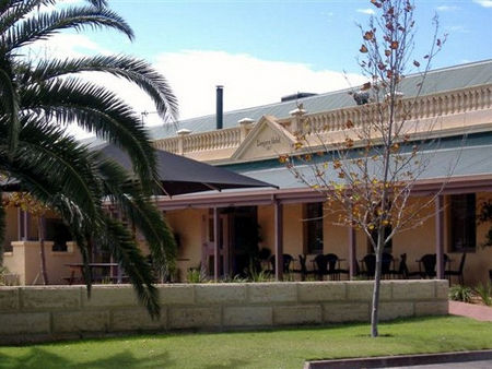 Dongara Hotel Motel - Grafton Accommodation