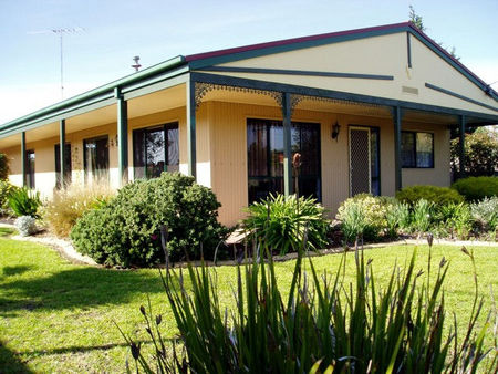 Bells By The Beach Holiday House - Grafton Accommodation