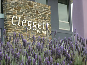 Cleggett Wines - Grafton Accommodation