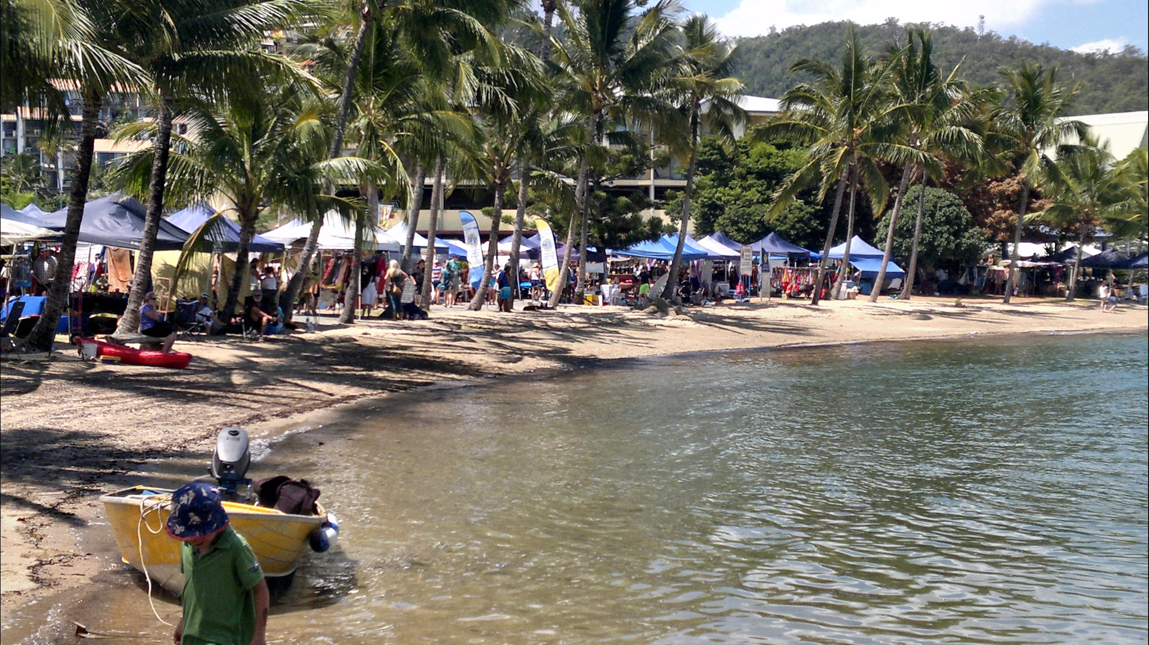 Lions Airlie Beach Community Markets - Grafton Accommodation