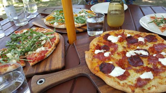Bank Street Wood Fired Pizza and Gardens - Grafton Accommodation