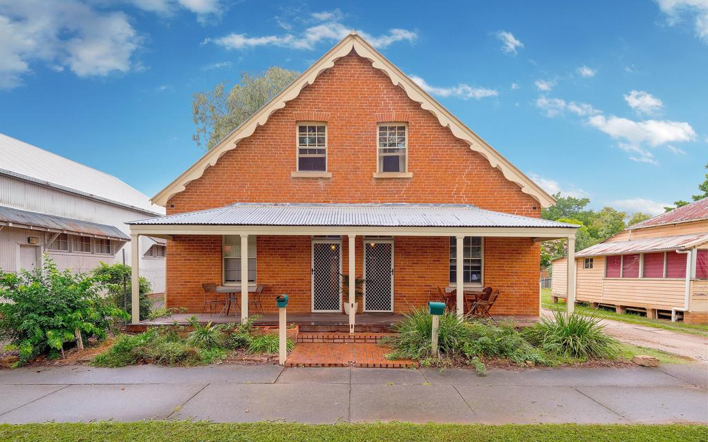 Eliza 1875 Red Brick Duplex Townhouse - Grafton Accommodation