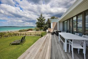 Azure Absolute Beachfront - Pet Friendly - Grafton Accommodation